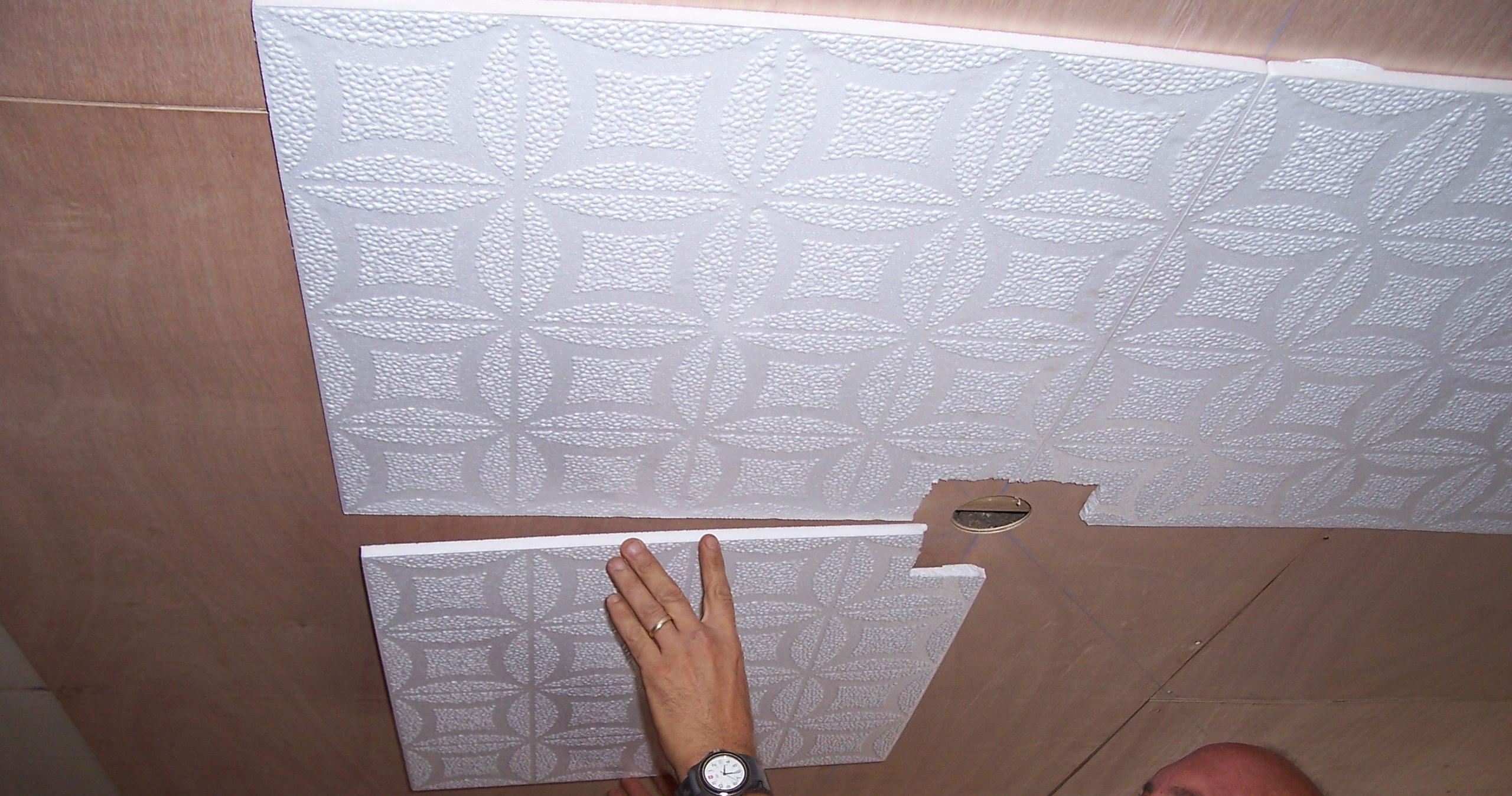 потолочная плитка как приклеить, Потолки из полистирола