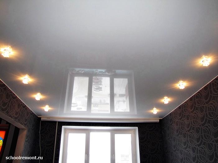 Белый натяжной потолок фото