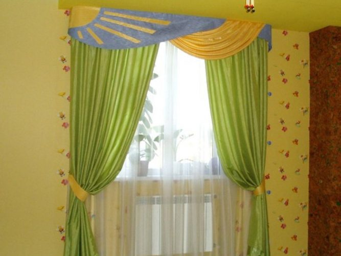 Повесили шторы в детскую