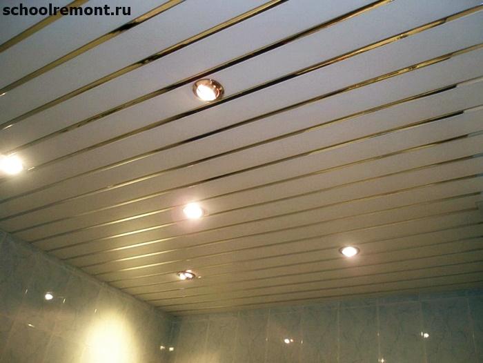 реечный потолок в ванне