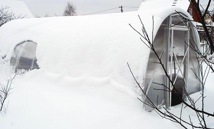 Утепленная зимняя теплица