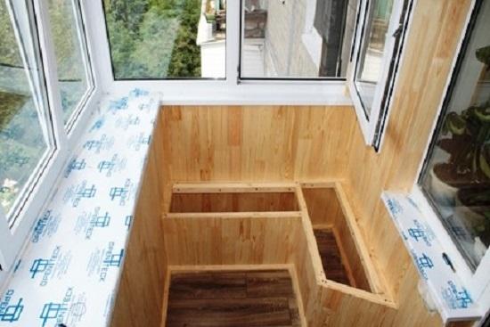 Сиденье с ящиком на балкон