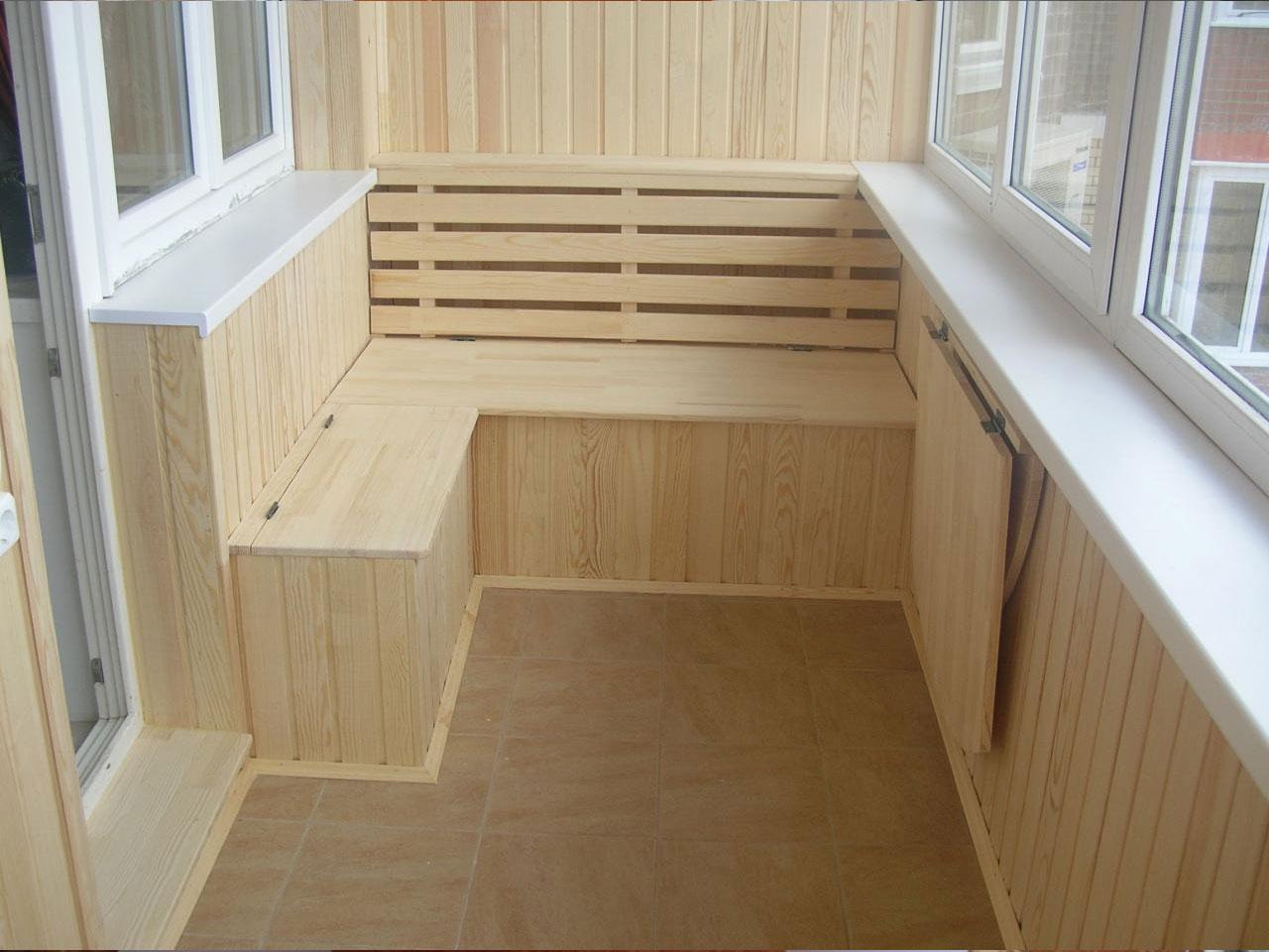 Чем отделать балкон внутри: пластиковые панели и вагонка сво.