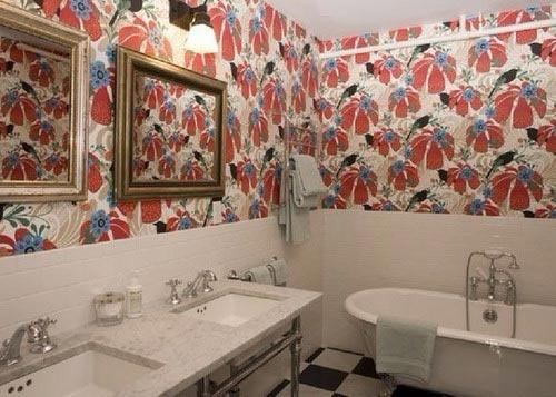 отделка ванной обоями