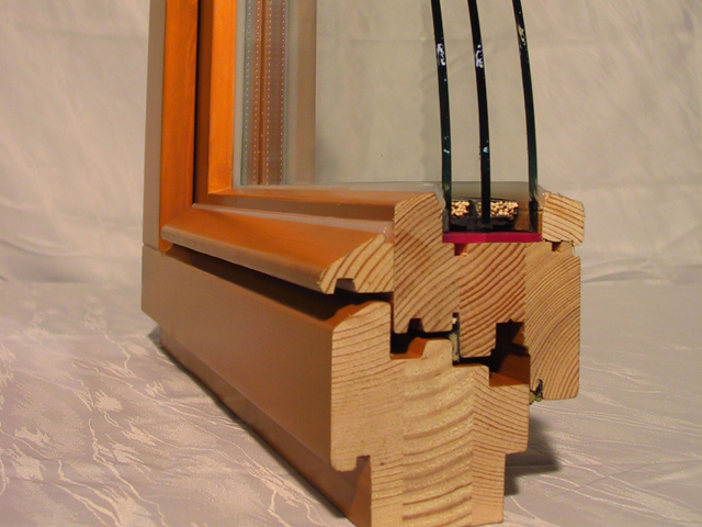 Уход за деревянными окнами стеклопакетами